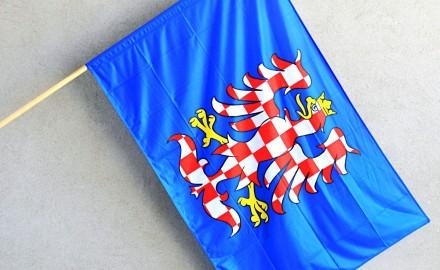 Štědrý mecenáš i tento rok daruje obcím a městům moravskou vlajku