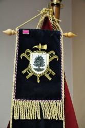Detail výšivky stuhy s vlastným znakom zboru