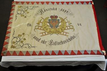 Historický hasičský prápor Židlochovice pred reštaurovaním