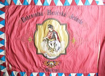 Pôvodný prápor SDH Blučina s výšivkou sv. Floriána, rok 1906