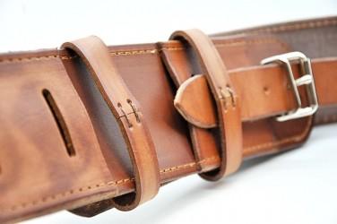 Ručne šitý reprezentatívny kožený pás pre vlajkonosičov
