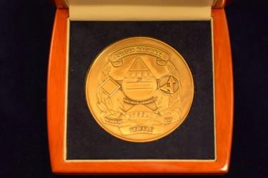 Ukážka medaily pre zákazníka z Angoly