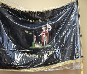 Pláštěnka na vyšívaný prápor, vlajku