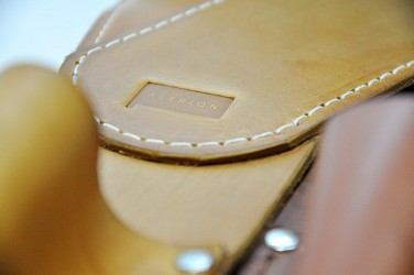 Detail kožených pásov pre vlajkonosičov