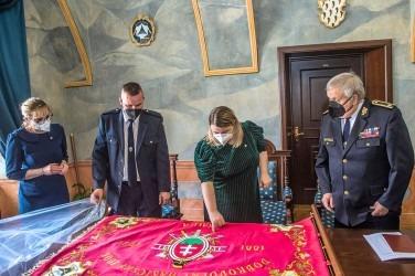 Vyšívaná hasičská zástava - dobrovoľný hasičský zbor Skalica.