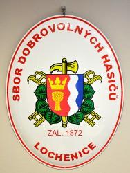 Smaltovaná hasičská oválna ceduľa so znakom SH ČMS a so znakom obce Lochenice