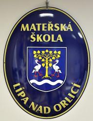 Smaltovaný ovál so znakom obce, mesta, predmestia a názvom inštitúcie
