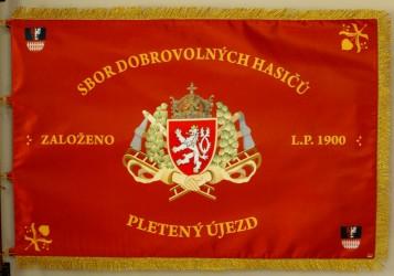 Tlačený prápor SDH Pletený Újezd, predná strana