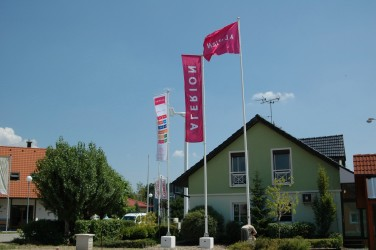 Vlajkové stožiare pre vonkajšie tlačené vlajky
