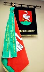 Slávnostné vyšívané symboly obce Lestkov