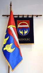 Vyšívané symboly obce Rudolec (znak, vlajka)