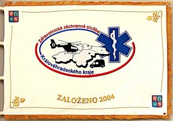 Predná strana práporu, realizácia pre zdravotnícku záchrannú službu Královohradeckého kraja