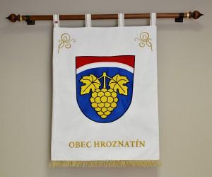Vyšívaný veľký znak pre obec Hroznatín