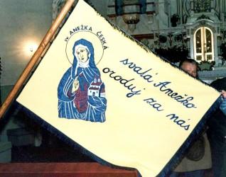 Ukázka vyšívaného církevního praporu