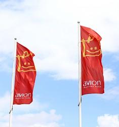 Venkovní reklamní vlajky - zakázka  AVION Shopping Park Brno