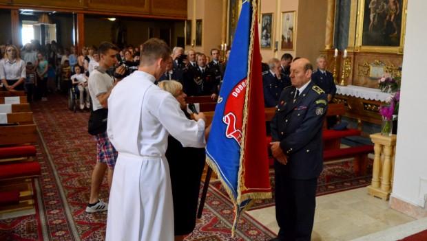 Hasiči z obce Tvarožná oslavili své 135. výročí požehnáním novému praporu
